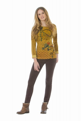 http://shop.sidecarweb.com/5005-thickbox/camiseta-mujer-aarti.jpg